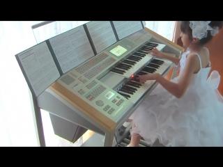 10 летняя девочка исполняет саундтрек к фильму Назад в будущее