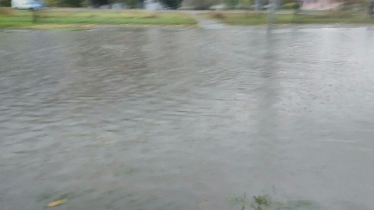 У Харкові сильний дощ затопив вулиці - фото 2