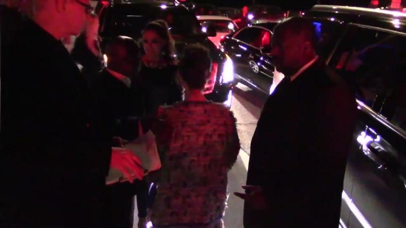 Лили покидает итальянский ресторан «Giorgio Baldi» в Лос-Анджелесе (06/04/17)