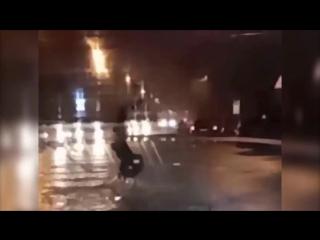 Когда купил новые кеды, а на улице потоп