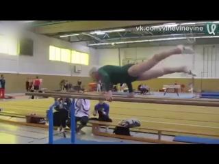 86-летняя бабулька показывает мастер-класс по гимнастике