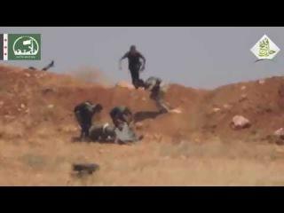 Сирия-Под ливнем пуль бойцы САА выносят с поля боя раненного товарища