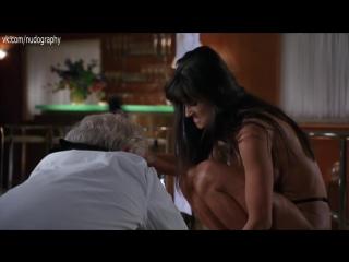 Обнаженная Деми Мур (Demi Moore) в фильме Стриптиз (Striptease, 1996, Эндрю Бергман) 1080p