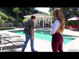 Nicole aniston соблазняет молоденького пaсынкa пока её тупой муж ничего не видит