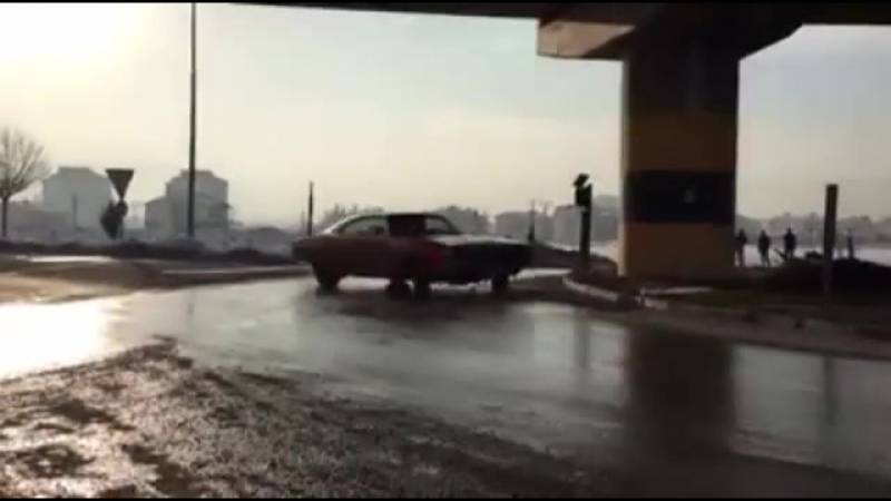 Charger drifts on Sircle