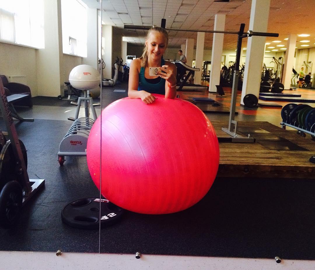 Розовый мяч Новогорска & Индивидуальный чемодан фигуриста - Страница 2 YxFbKqP9aS4