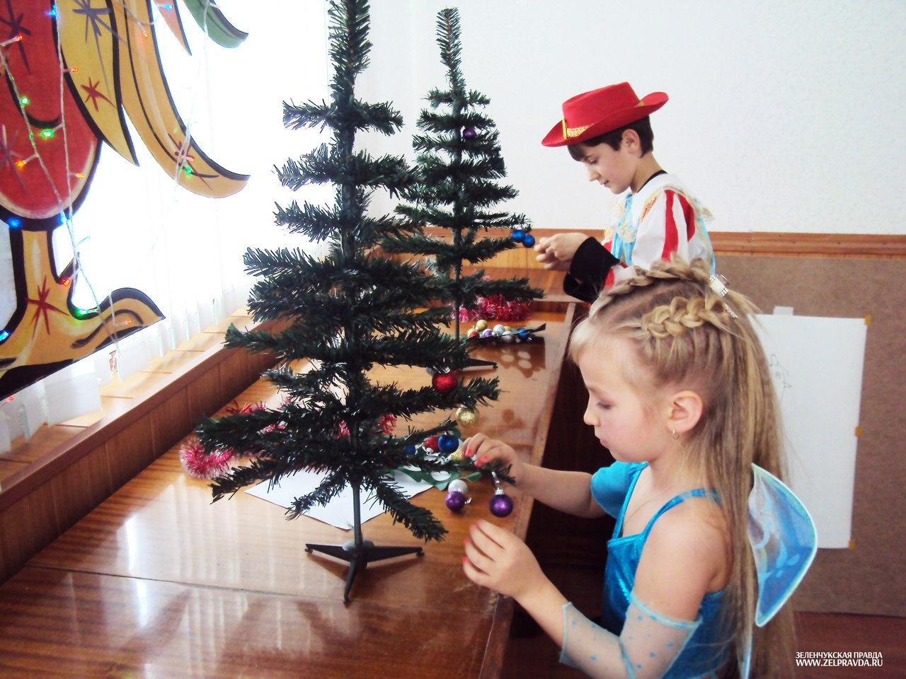 В станице Зеленчукской состоялось новогоднее представление «Нам праздник веселый зима принесла»