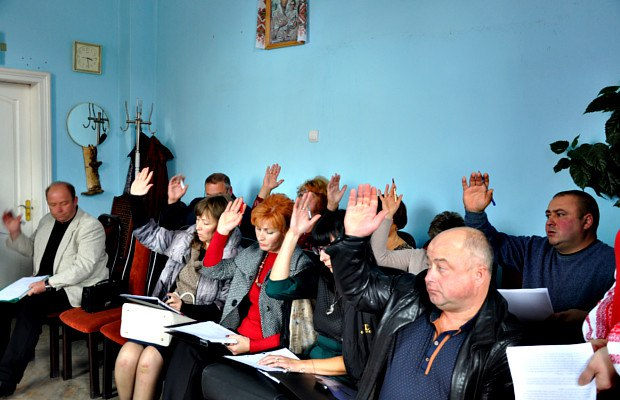 Мер Сторожинця відмовився об'єднувати місто із 12-ма селами. Децентралізація провалилася