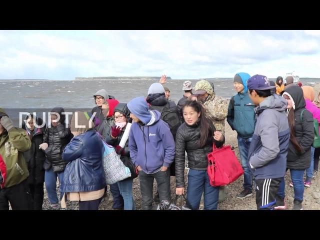 Россия: Более 100 эвакуированы из многожильного судна в реке саха.