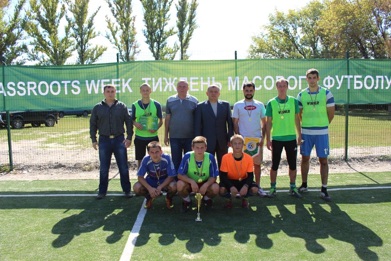 На спортивной площадке школы №7 Славянска прошел турнир по футзалу, посвященный Дню физкультурника и Дню города Славянска.