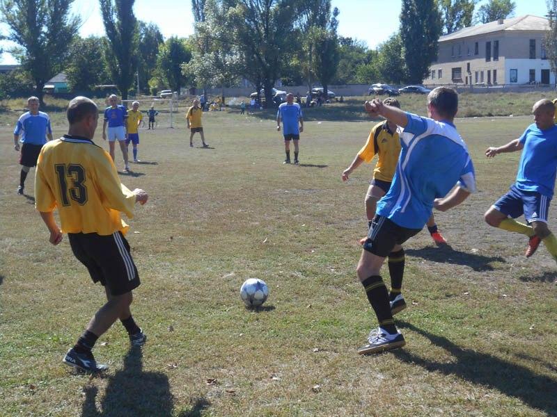 Традиционный матч между ветеранами-шахтерами, приуроченный ко Дню физкультуры и спорта, прошел в Доброполье.
