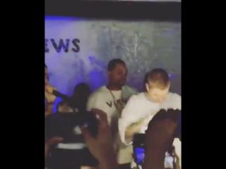 (6)April 30: Fan taken video of Justin and Drake at La Vie in Toronto, Canada.