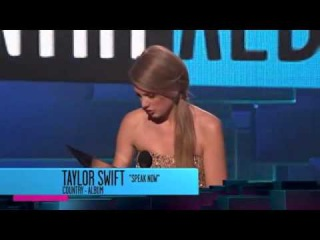 Taylor Swift wins 3 American Music Awards 2011