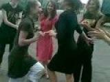 Девушки красиво танцуют лезгинку.3gp