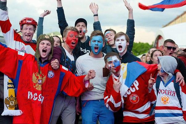 За два дня до исторического матча по хоккею в 2016 году официальная Фан-зона на Конюшенной площади работает в полноценном режиме.