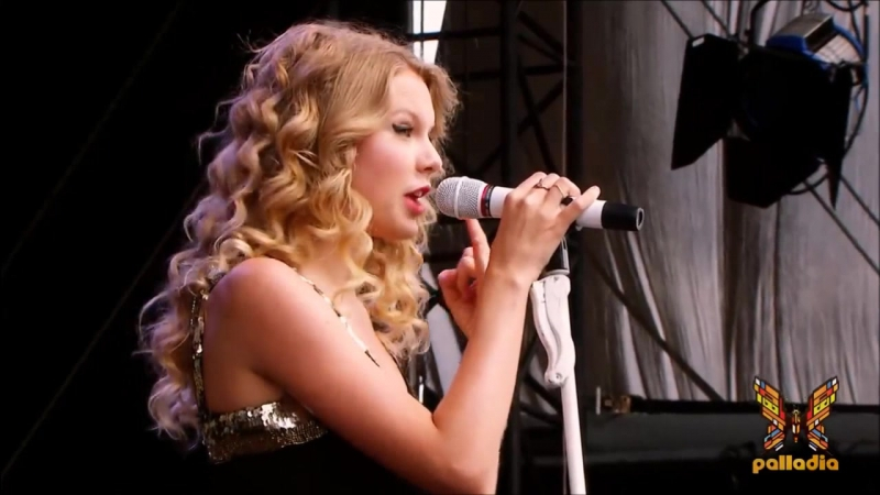 Taylor Swift - You Belong With Me (Live at V Festival, London 2009)