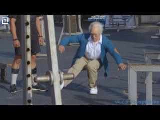 ПРАНК lКроссфитер в гриме старика, троллит качков на спортплощадке. Old man, the trolls bodybuilders