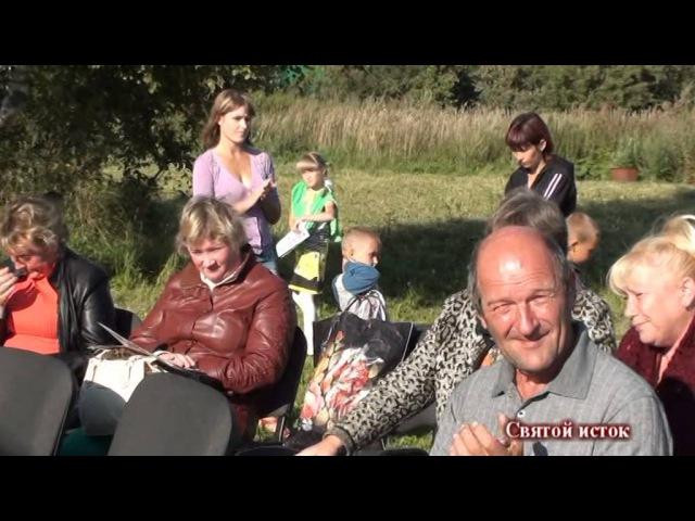 Баба Феня пляшет под русскую гармонь