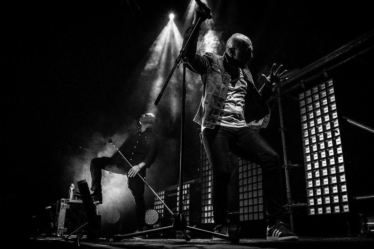 25/17 выступят в Петербурге с новой концертной программой «ЖИВОЙНЕЖИВОЙ»