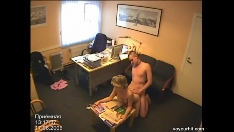 смотреть онлайн порно ролики секретарши на скрытой камере
