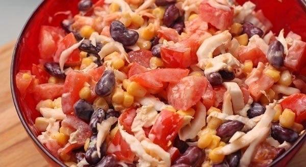 ОЧЕНЬ ВКУСНЫЙ САЛАТ    Ингредиенты:    - Китайский салат (китайская капуста) 100 г  - Помидоры красные 200 г  - Кукуру�...