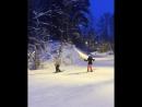 Смотреть со звуком 🎿 Летящей походкой, я вышла из леса...🙈 и, как ясно из конца видео Застряла в снегу😄 ПервыйРазНаЛыжах