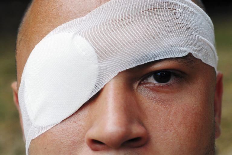 травма роговицы глаза лечение