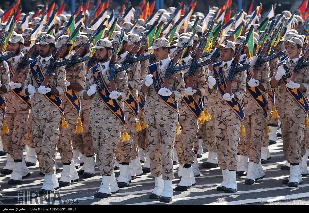 Katonai diszszemlék, felvonulások IyhxgoKNXEI