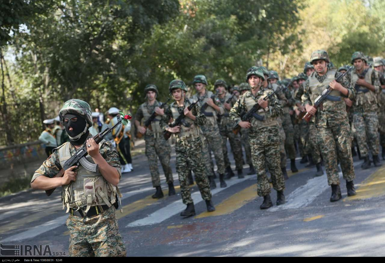 Katonai diszszemlék, felvonulások SBYrJPykRWs