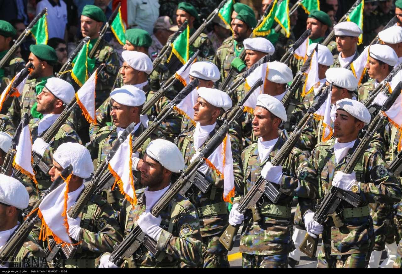 Katonai diszszemlék, felvonulások RVfGlD1vmSc