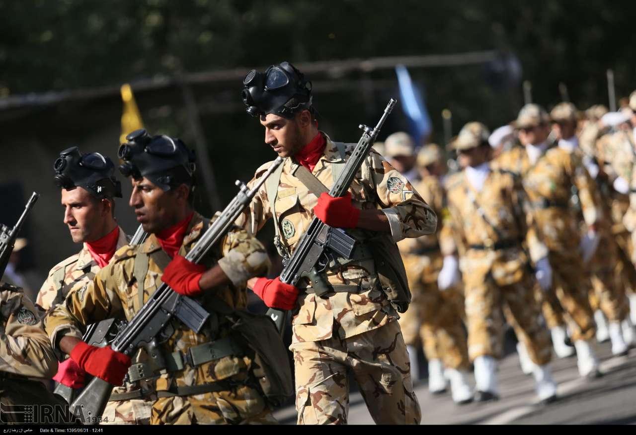 Katonai diszszemlék, felvonulások BhEm3xnXl1k