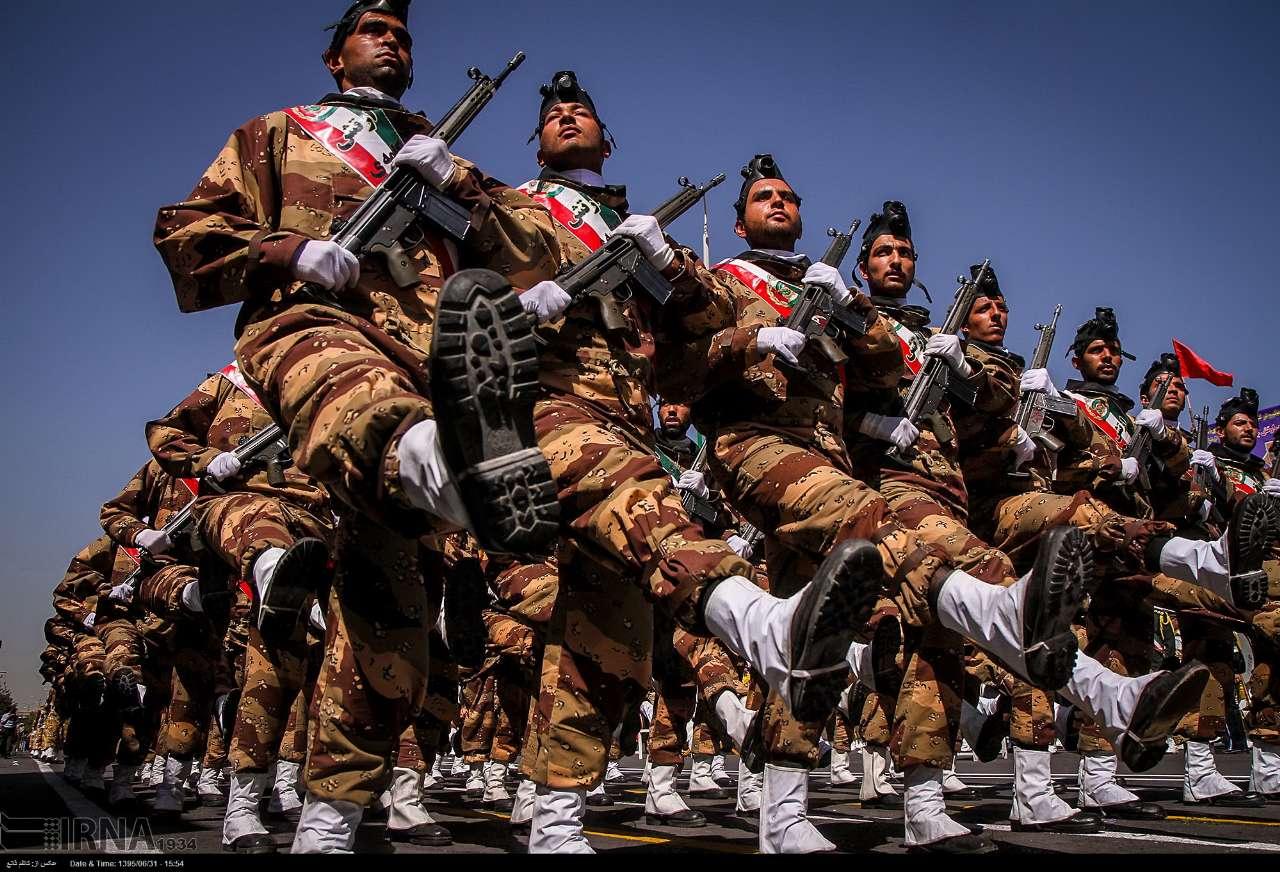 Katonai diszszemlék, felvonulások Ih5uR0aLXT0