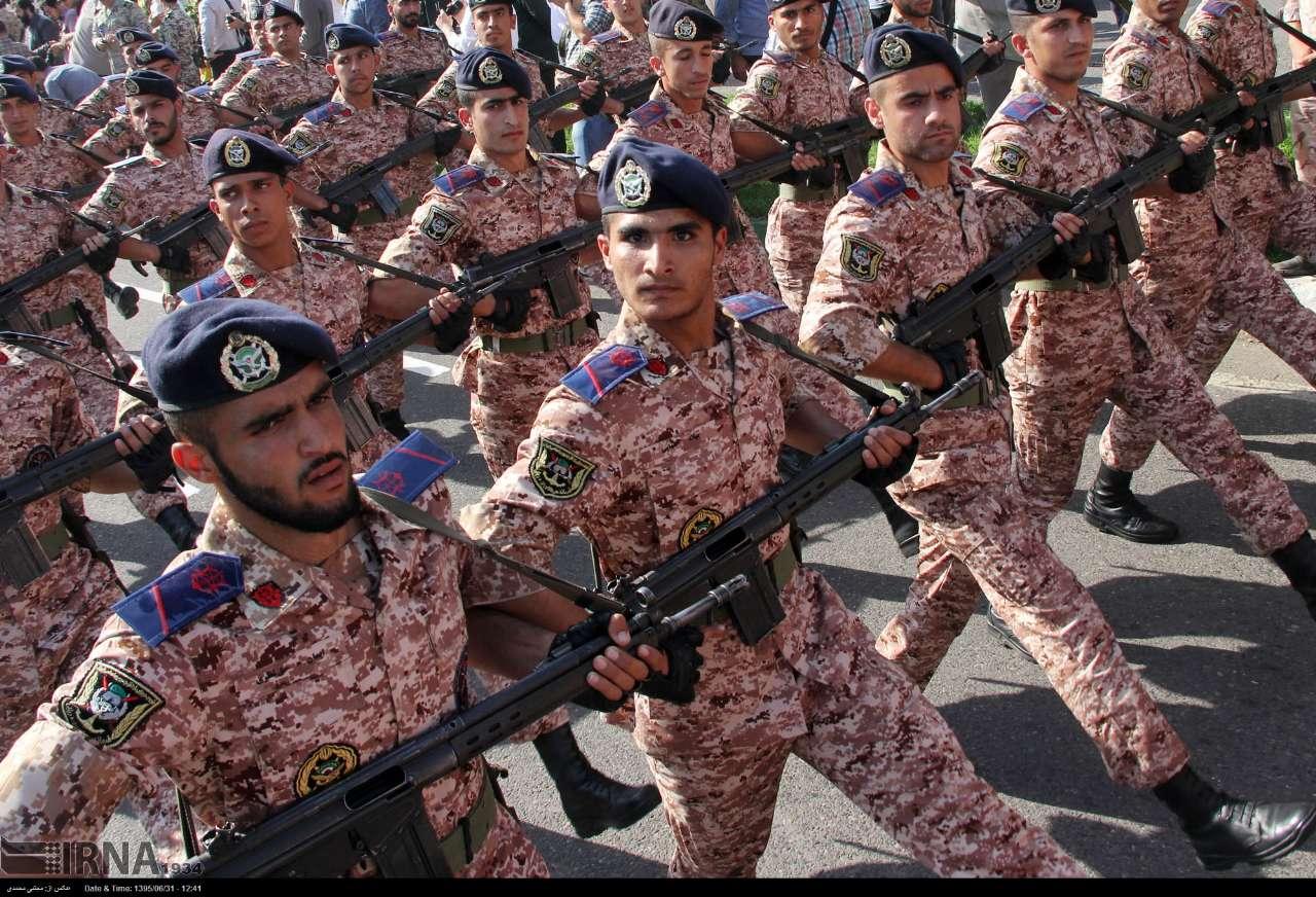 Katonai diszszemlék, felvonulások O84k5RUUGQs