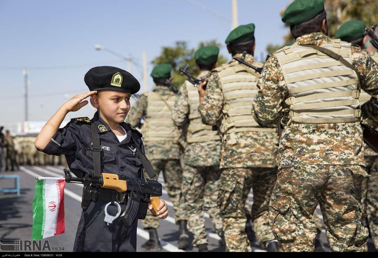Katonai diszszemlék, felvonulások UEawt0U3fV8