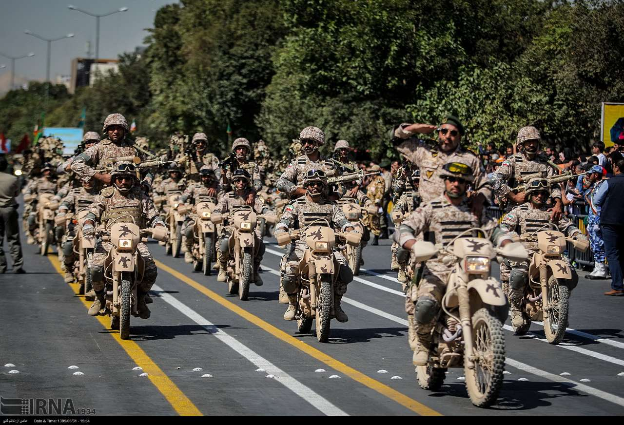 Katonai diszszemlék, felvonulások ZAD9ZNSjk4M