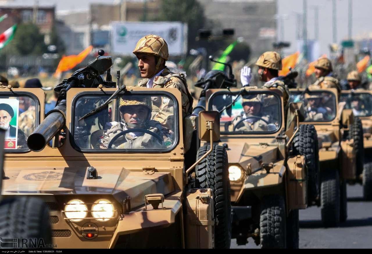 Katonai diszszemlék, felvonulások 1DMdrDb4bXQ