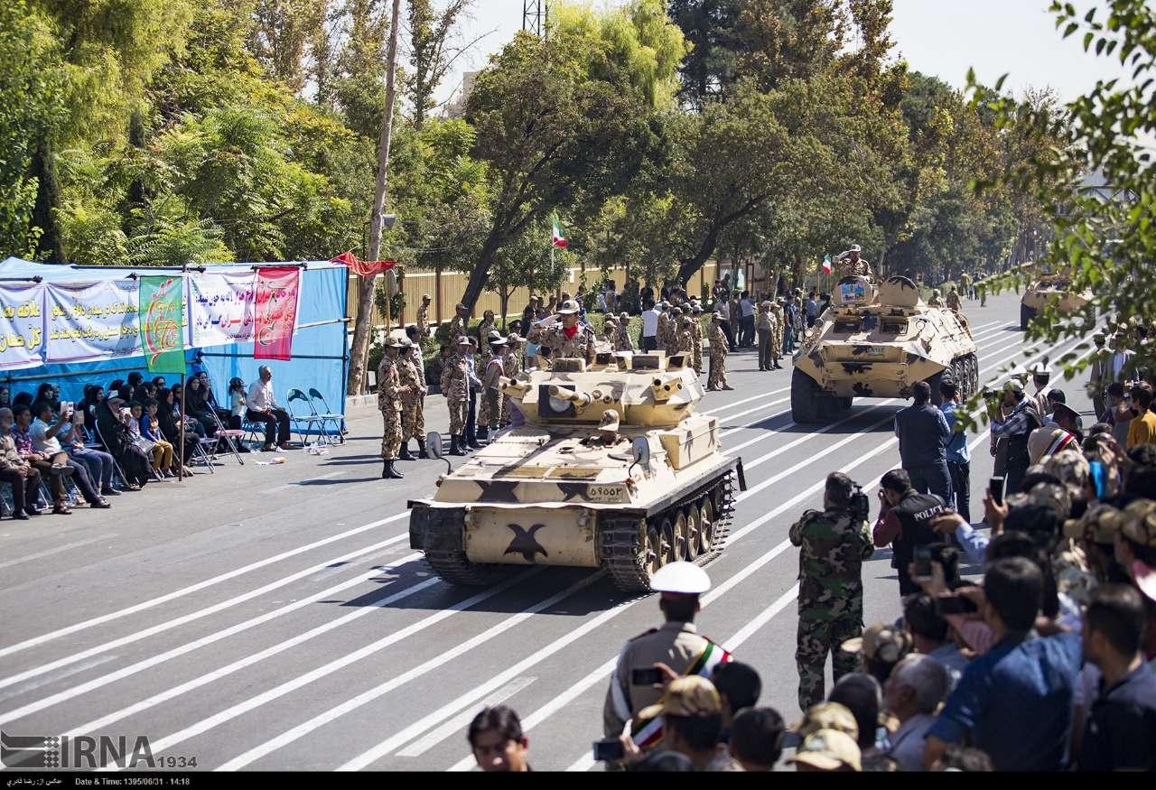 Katonai diszszemlék, felvonulások _-rUnhXRK7s