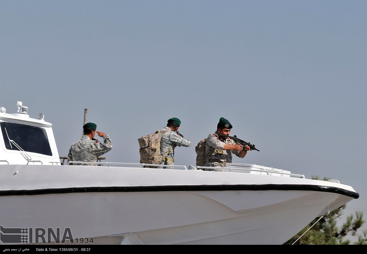 Katonai diszszemlék, felvonulások KP9DJS76QK4
