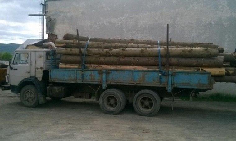 В Зеленчукском районе задержан лесовоз с кругляком