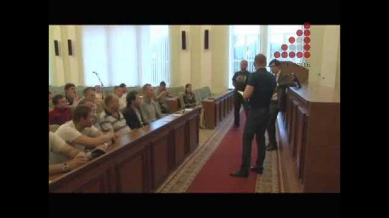 1 громрада при міському голові Атрошенко лаявся на рекламників Що буде з Алеєю героїв