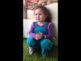 Девочка плачет, хочет себе жениха))))
