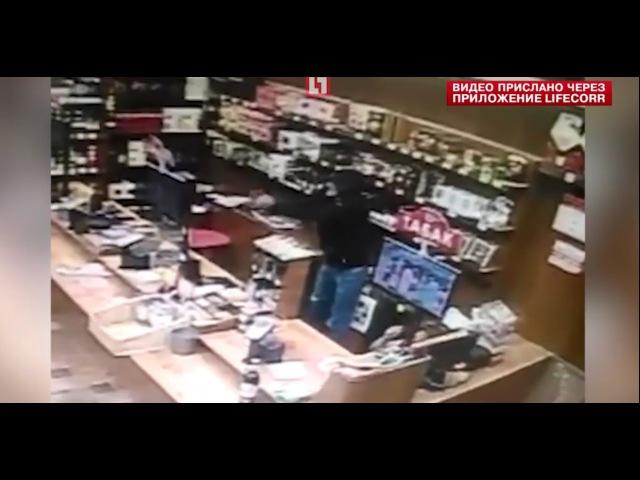 Нападение на женщину в магазине