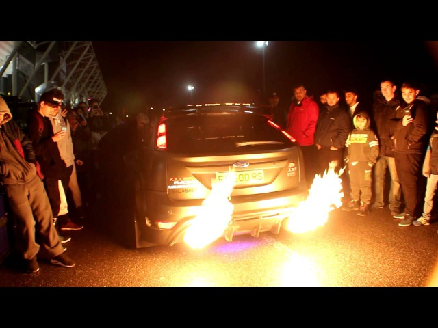 CRAZY FWD FORD FOCUS (MK2) RS500 MAKES MASSIVE FLAMES AT LCMO MEET)!