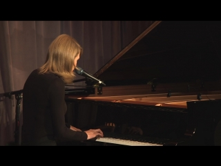 Taylor Swift - Out Of The Woods (Live at GRAMMY Museum)
