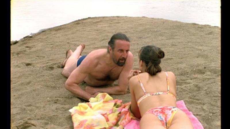 В купальнике на берегу - Анна Снаткина в сериале
