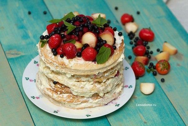 Слоеный торт с фруктами