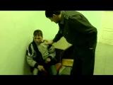 Пьяный малолетка  в отделении полиции посылает всех...