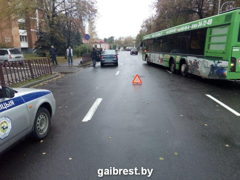 """В Пинске под колесами """"Рено"""" оказалась 83-летняя женщина"""