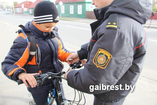 С миссией безопасности сотрудники ГАИ посетили Дрогичинский район
