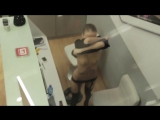 Девушка спалилась на рабочем месте)